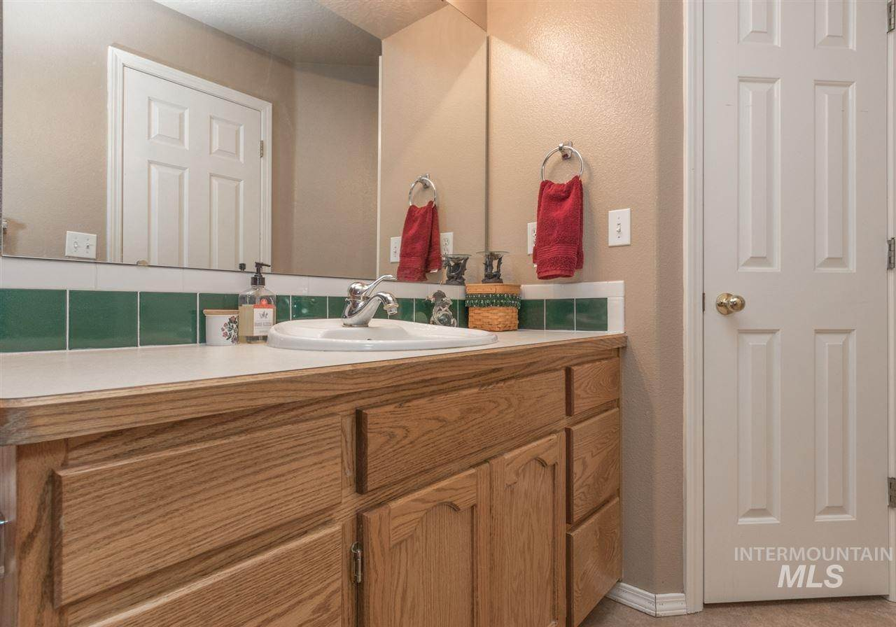 20. Single Family Homes at Meridian, Idaho 83646