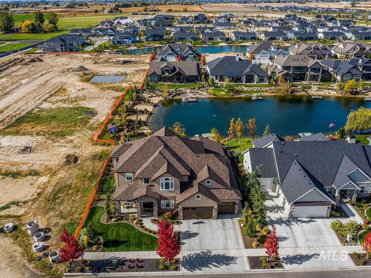 2. Single Family Homes for Sale at Eagle, Idaho 83616