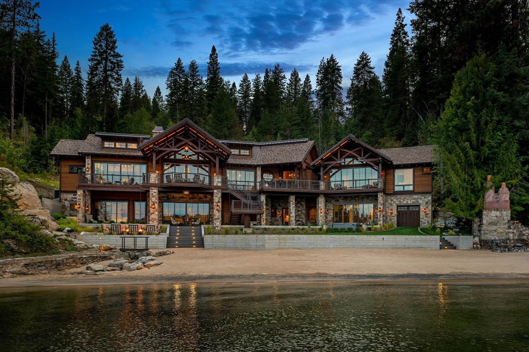 Single Family Homes por un Venta en Deer Run Lodge on Lake Coeur d Alene 8240 S Deer Run Dr Coeur D Alene, Idaho 83814
