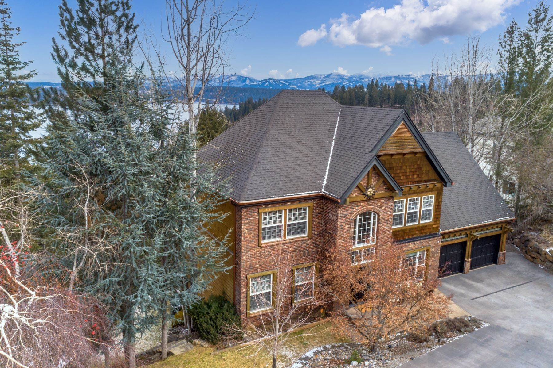 Single Family Homes for Sale at Hayden Lake views 3739 E Lookout Drive Coeur D Alene, Idaho 83815